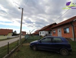 Dvije kuće i zemljiste površine 49703 m2.
