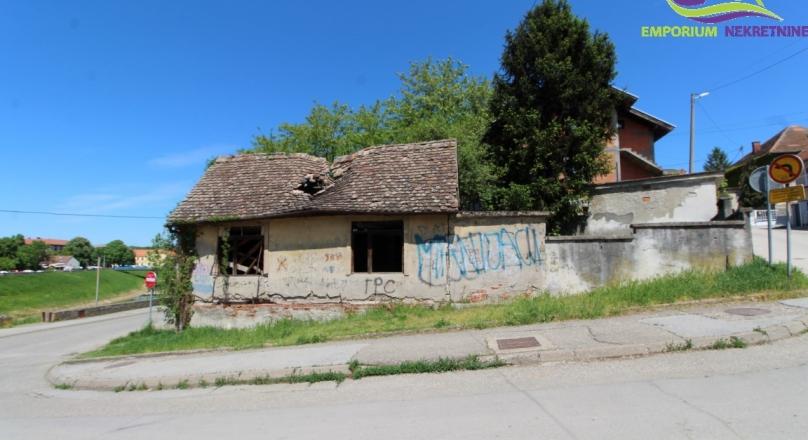 Na prodaju kuća i okućnica u centru grada! ID:1575/EN
