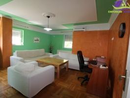 Useljiv trosoban stan na I spratu