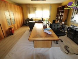 Opremljena kancelarija površine 30m2!