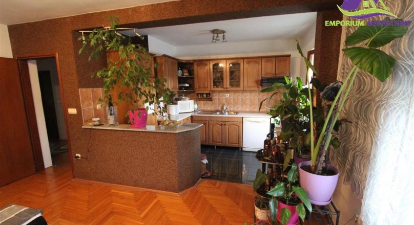 Dvoiposoban stan sa garažom i ostavom ID:1349/EN