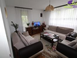 Trosoban namješten stan u centru grada ID:1357/AZ