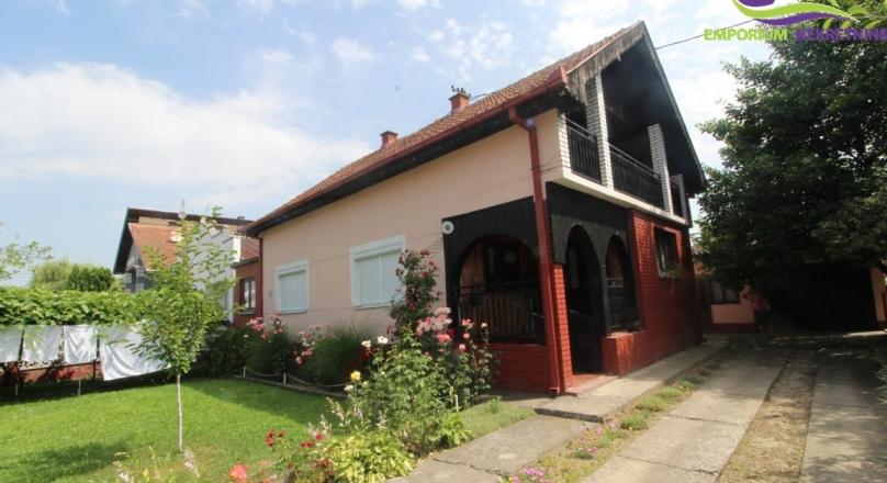 Kuća pored glavnog puta Brčko-Lončari
